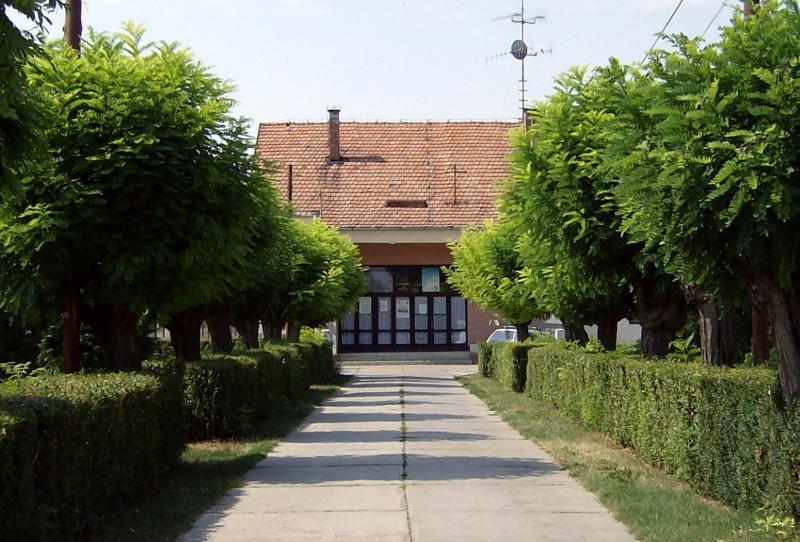 Bejárat a Művelődési Házba